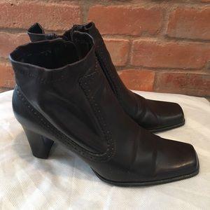 Apostrophe zip up boots